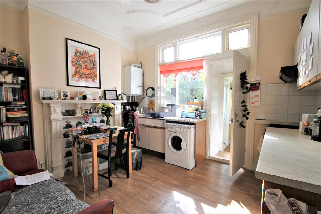 Englewood Road, Clapham South, London, SW12 9NZ